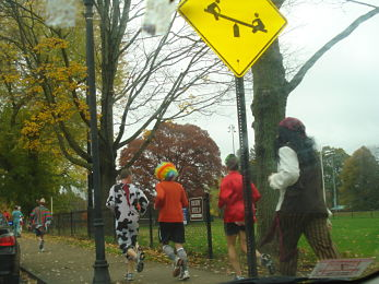 2009kayakrunnershalloween-001_opt3