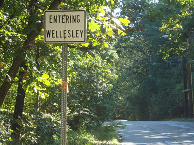 Entering Wellesley at Bacon St.