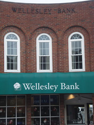 Wellesley Bank, Wellesley Square