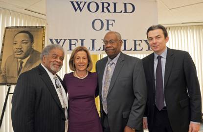 Photo (L to R):Richard McGhee, World of Wellesley Chairman; Phyllis Gimbel Schnitman, World of Wellesley President; Dr. Ronald Dunlap, Massachusetts Medical Society President-Elect; and David Healy, Sun Life Senior Vice President, U.S. Service Center Photo credit: Sun Life Financial