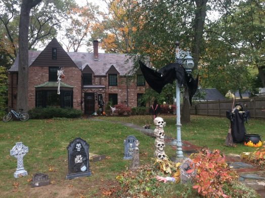 Wellesley Rec Dept Halloween Decorating Contest