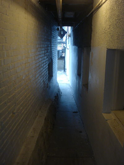 Wellesley Square alley where Tails used to be, Central St