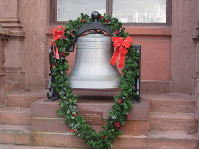 2012 town hall bell Christmas wreath