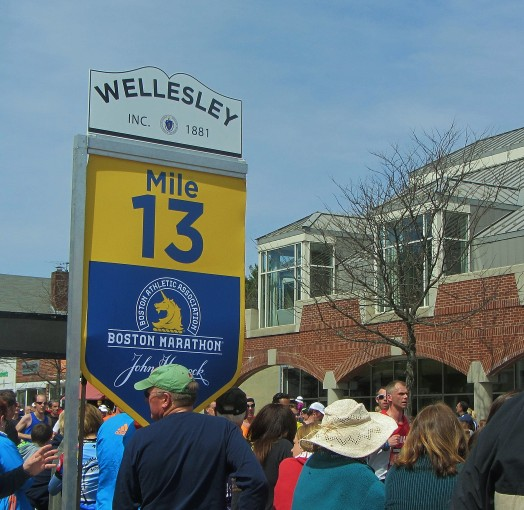 boston marathon halfway point in wellesley