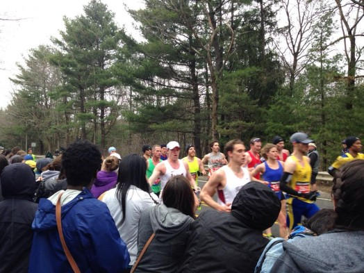 2015 boston marathon wellesley scream tunnel