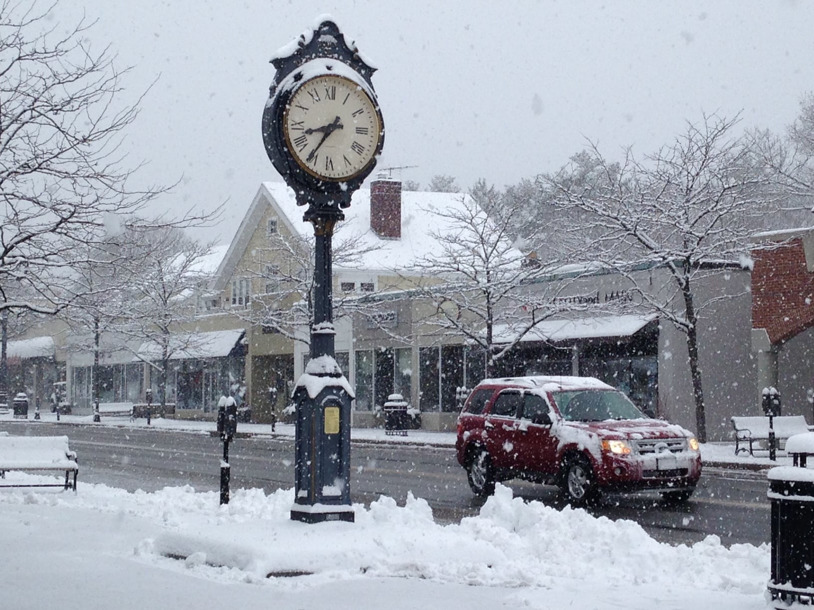 Wellesley Square clock, Spring 2016 snow storm