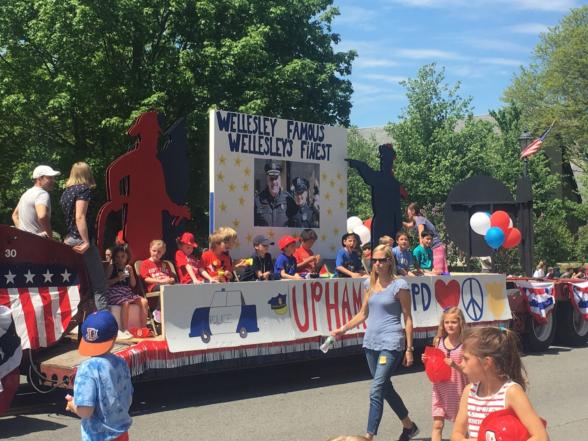 Upham school at Wellesley veterans parade