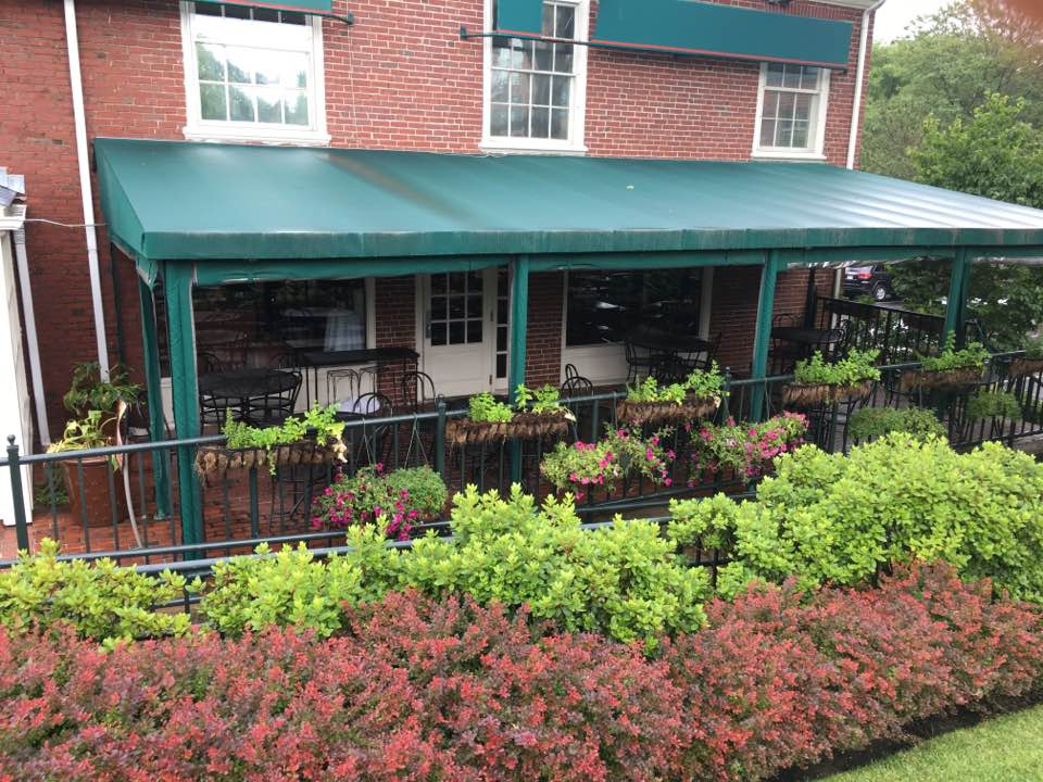Bertucci's, alfresco dining, Wellesley