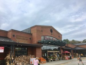 Wellesley Roche Bros, fall, Linden Square