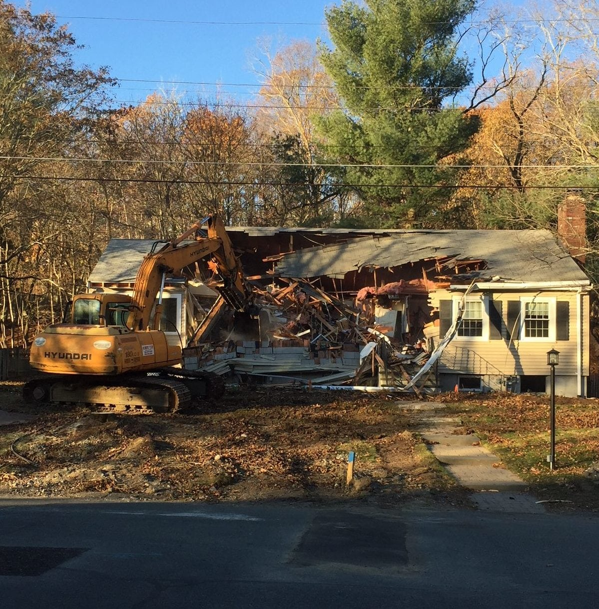Crestwood Road teardown, Wellesley