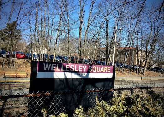 Wellesley.Sq.Commuter.Rail