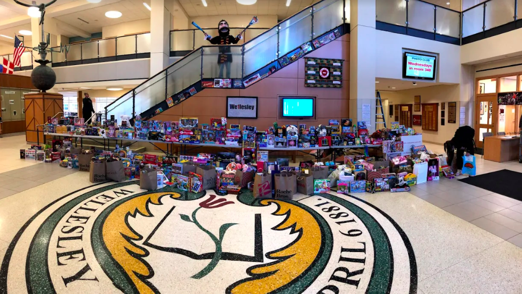 Wellesley High School, Toys for Tots